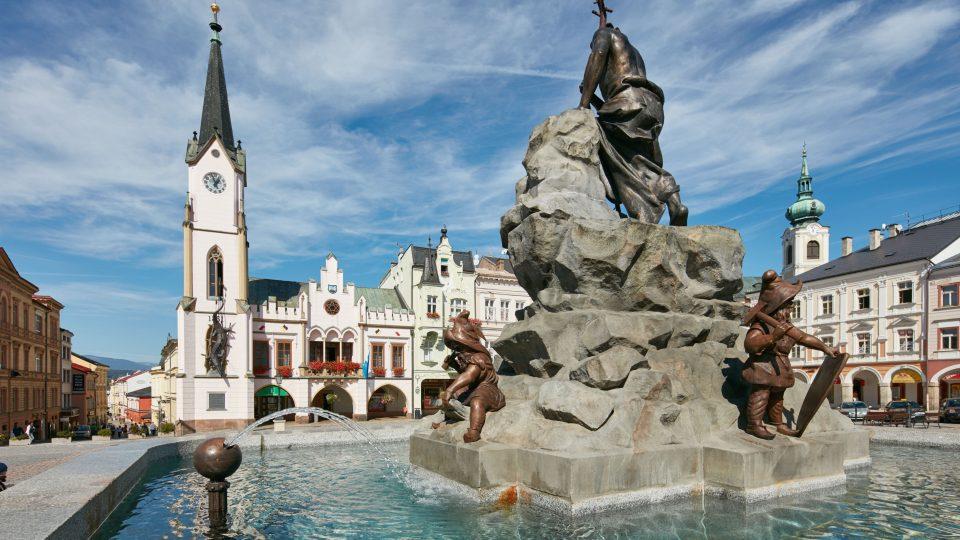 Krakonošovo náměstí v Trutnově i s kašnou
