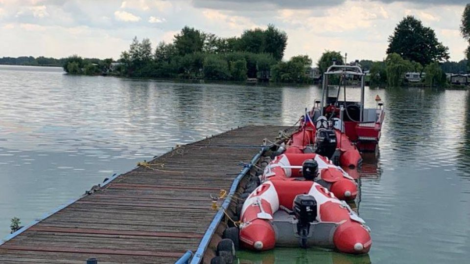 Vodní záchranná služba Náchod má pro svoji službu na přehradě Rozkoš k dispozici novou loď