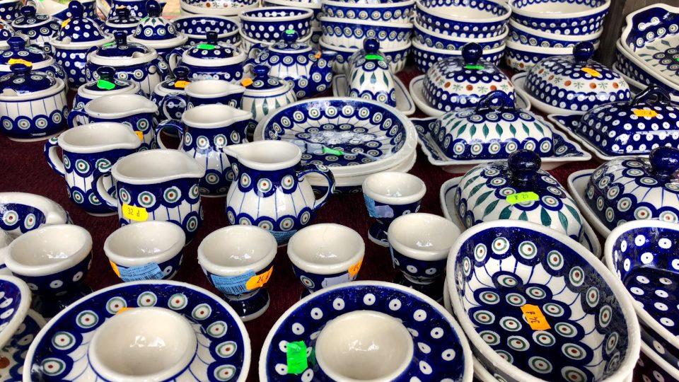 Populárni suvenýr i v Karpaczi - keramika Boleslawiec