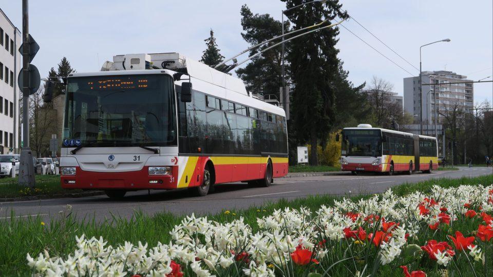 Vozy v městské hromadné dopravě v Hradci Králové poskytují velký komfort cestujícím