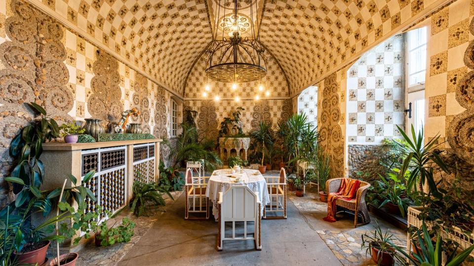 Sídlem rodu Bartoňů z Dobenína je perla Kladského pomezí, která nese stopu básníka dřeva, zámek v Novém Městě nad Metují