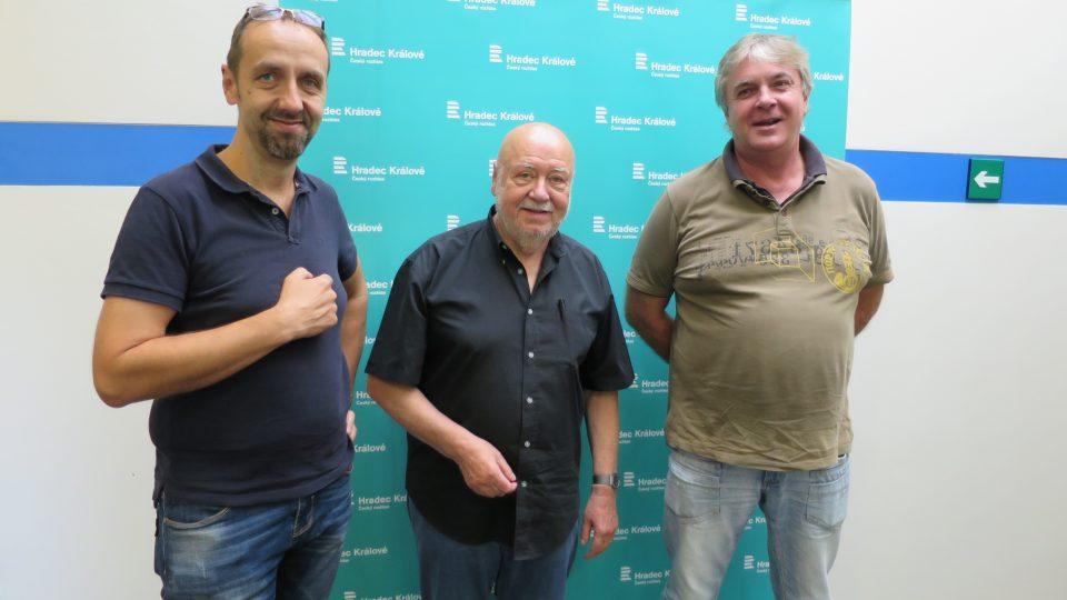 Tomáš Katschner, Václav Hybš a Josef Zikmund ve studiu Českého rozhlasu Hradec Králové
