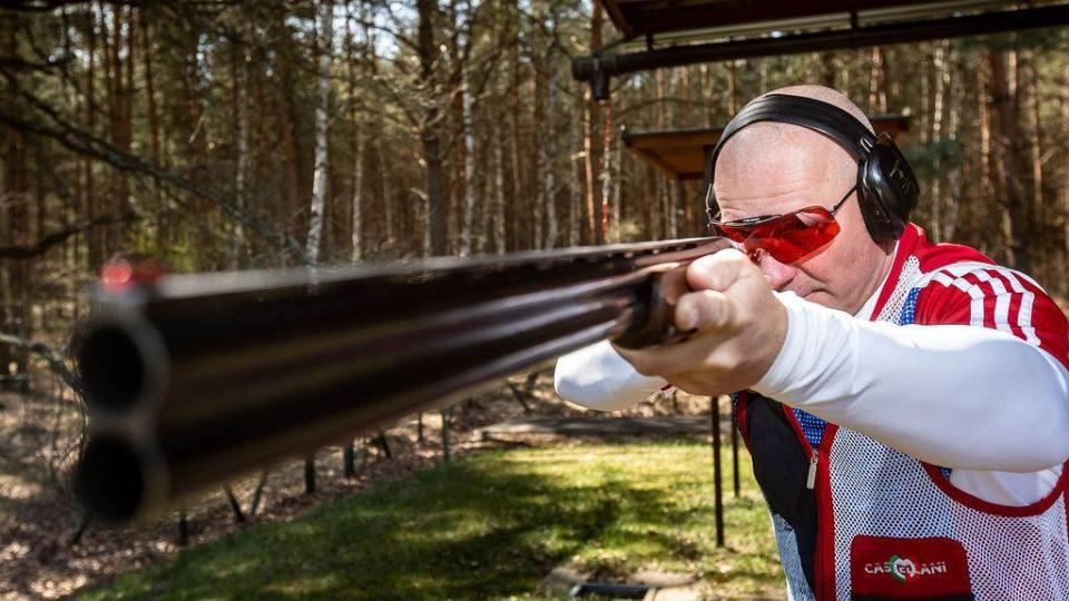 Miroslav Lidinský při střelbě