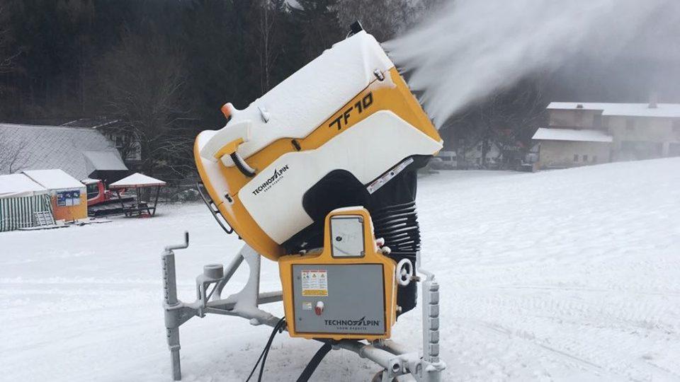 Některé skiareály v Orlických horách už spustily sněžná děla
