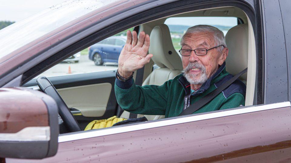 Projekt Jedu s dobou učí už třetím rokem seniory zvládat krizové momenty za volantem automobilu