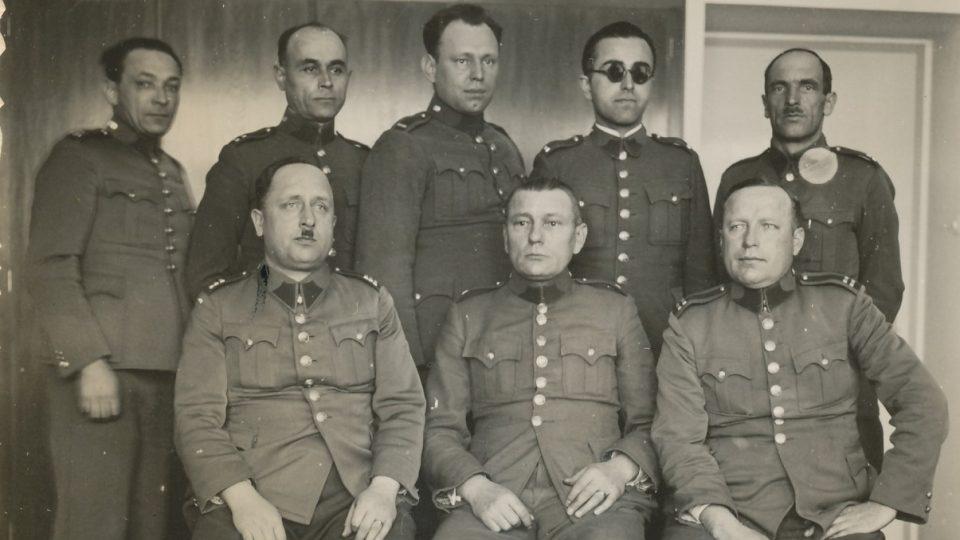 Příslušníci četnické pátrací stanice v Hradci Králové v roce 1937