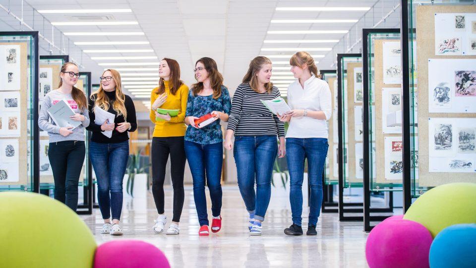 Studenti Farmaceutické fakulty Univerzity Karlovy