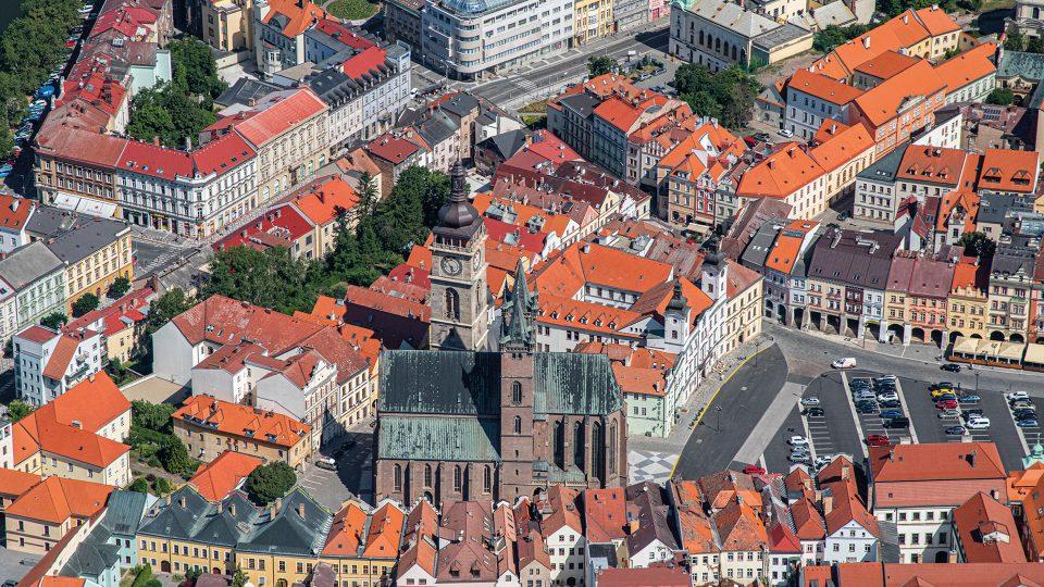 Katedrála svatého Ducha je hlavním kostelem Královéhradecké diecéze. Gotická cihlová bazilika se dvěma věžemi v jihozápadním tvoří charakteristické panorama města
