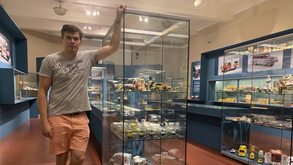 Anatolij Truhlář posbíral přes tisíc kusů dopravních prostředků záchranné služby