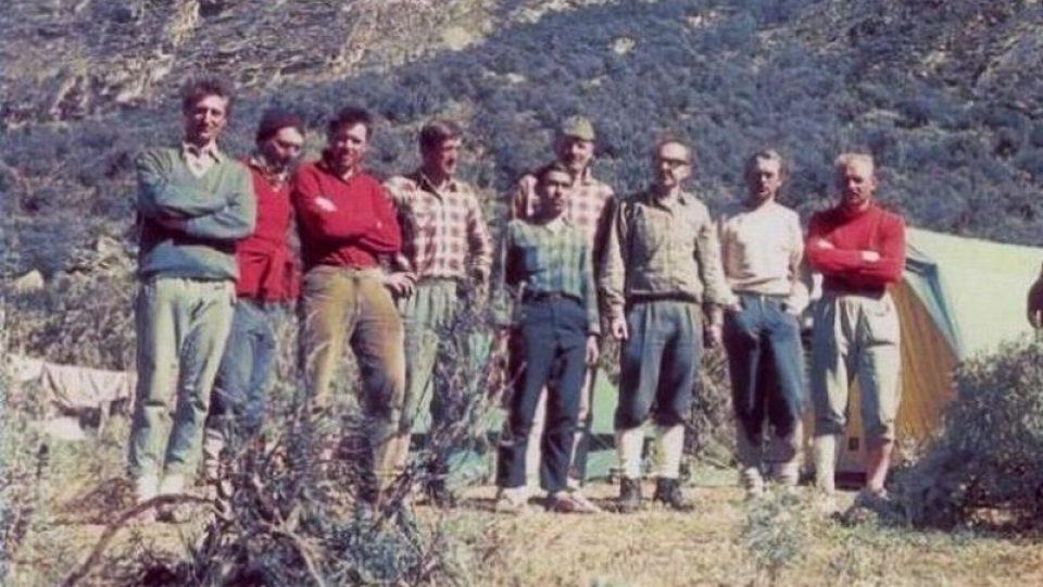 Nová česká cesta na Huandoy v Peru. Vylezli ji Marek Holeček a Radek Groh na počest tragické expedice z roku 1970 (historické foto)