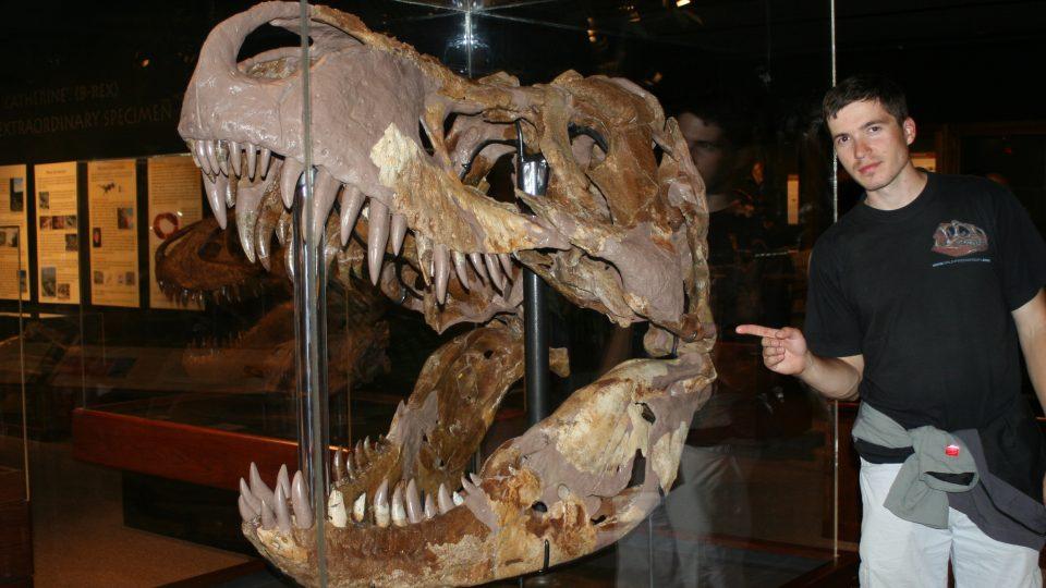 Mgr. Vladimír Socha u největší lebky Tyranosaura rexe