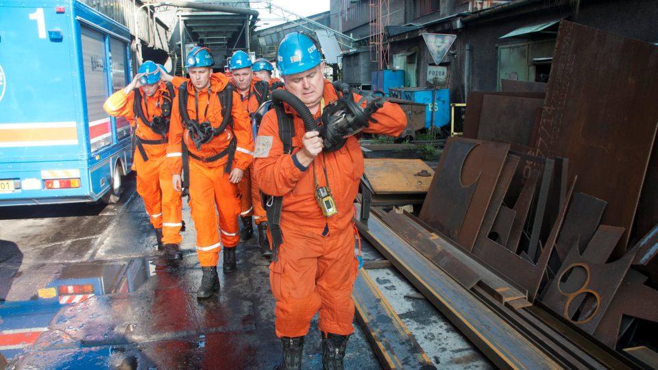 Bánští záchranáři musí být schopni pomoci na jakémkoli místě dolu a u horníků v nesnázích jsou jako první