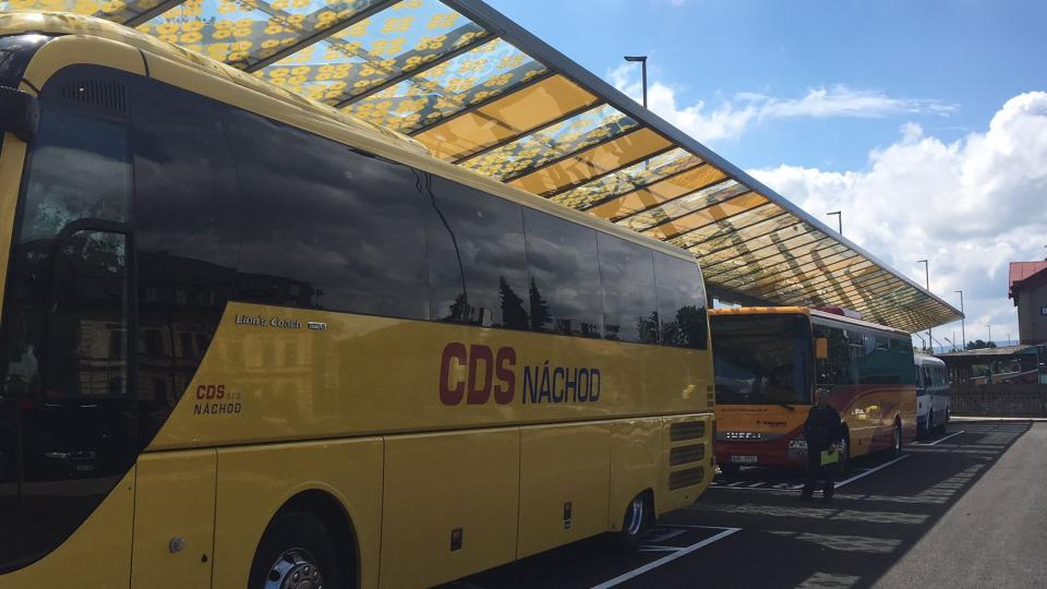 V Broumově otevřeli nové autobusové nádraží. Terminál navazuje na vlakovou zastávku