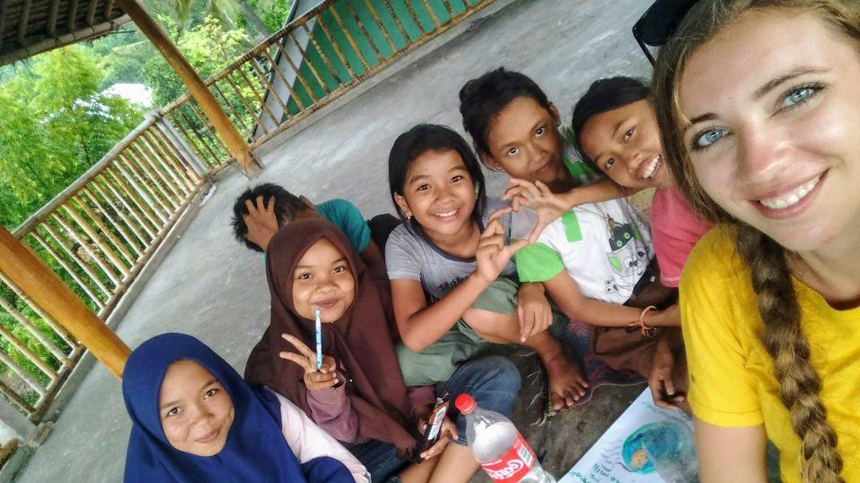 Terezie Kracíková učitelkou na Indonéském Lomboku