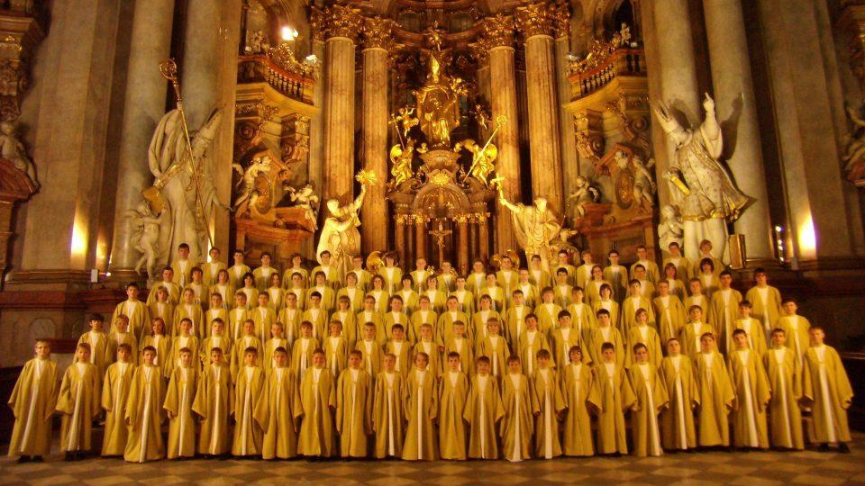 Boni Pueri v chrámu sv. Mikuláše v Praze