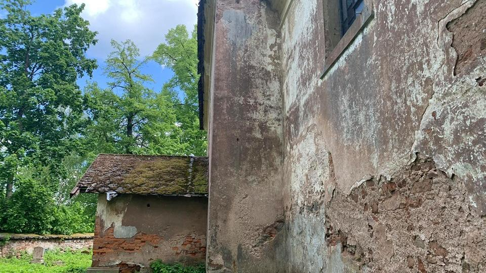Zchátralý kostel ve Starém Rokytníku u Trutnova se snaží zachránit parta místních nadšenců