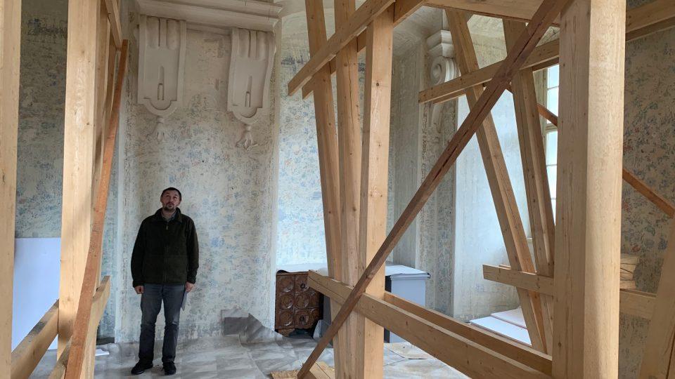 V benediktinském klášteře v Polici nad Metují na Náchodsku začaly opravy odvodňovacích štol