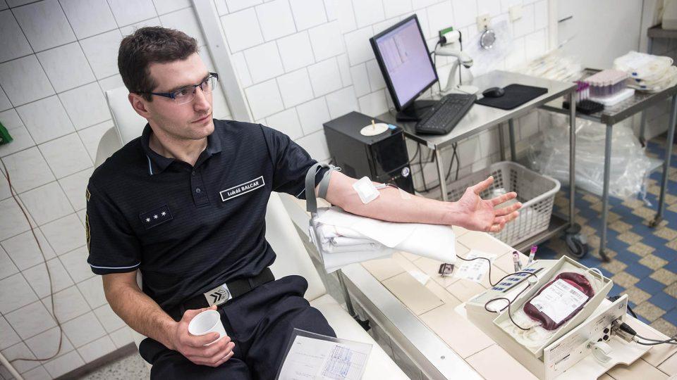 Náchodští hasiči ze směny B darovali společně krev
