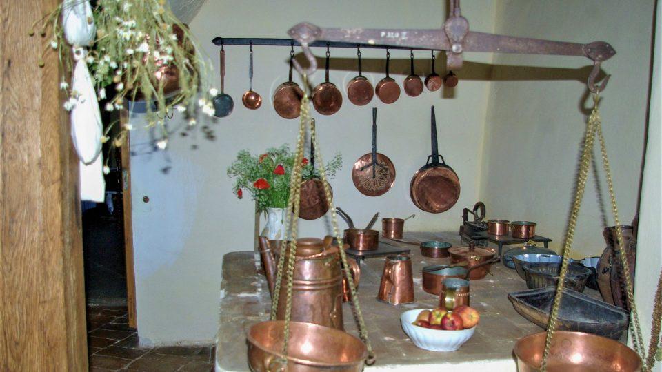 Plotna v černé kuchyni