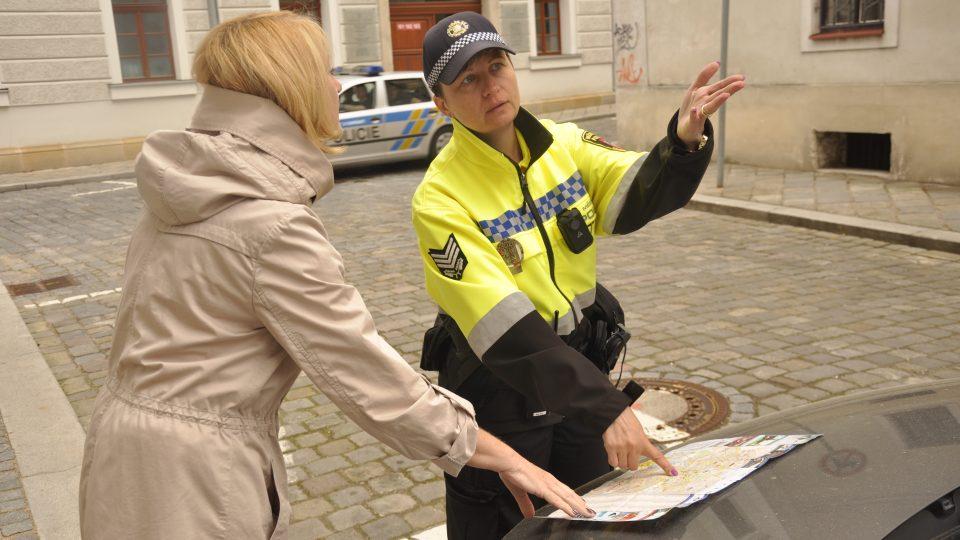 Hradečtí městští strážníci pomáhají lidem