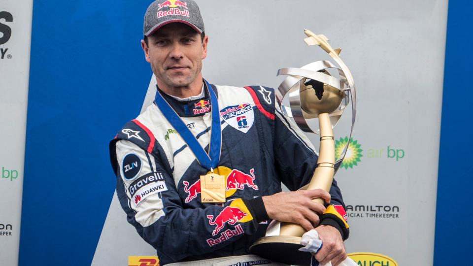 Martin Šonka s trofejí pro mistra světa