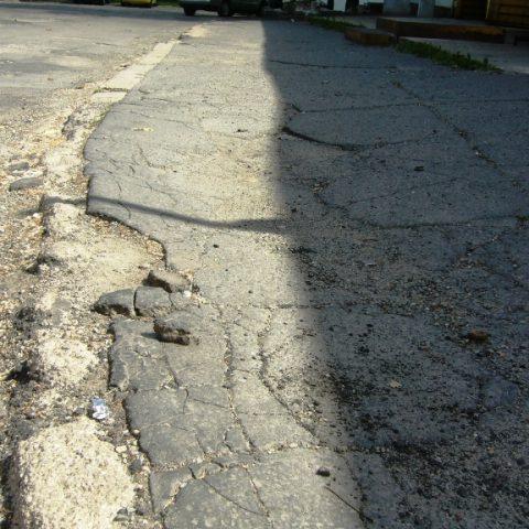 Chodníky a silnice na sídlišti ve Cvikově