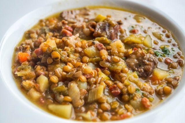 Čočková polévka je vynikající jídlo
