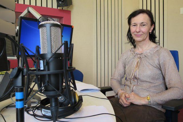 MUDr. Jarmila Čelakovská ve studiu Českého rozhlasu Hradec Králové