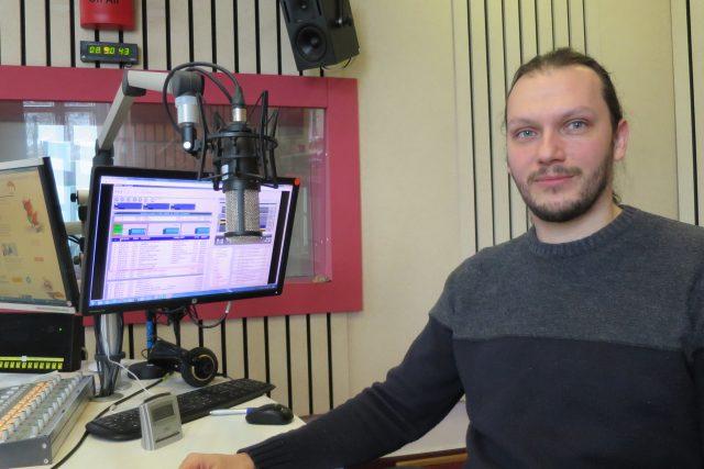 Tomáš Zelenka ve studiu Českého rozhlasu Hradec Králové