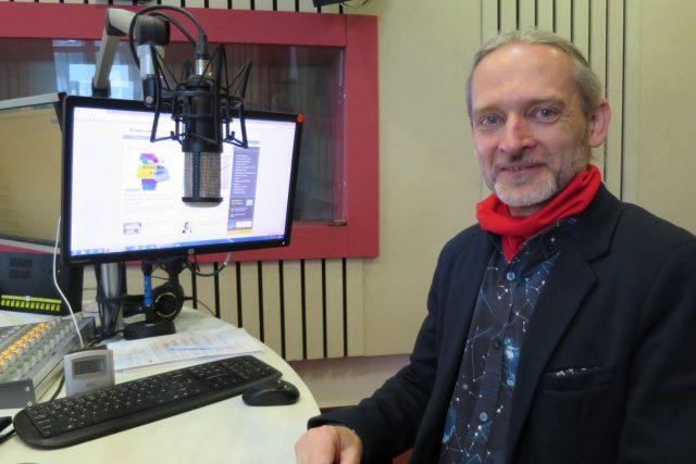 Jan Veselý ve studiu Českého rozhlasu Hradec Králové