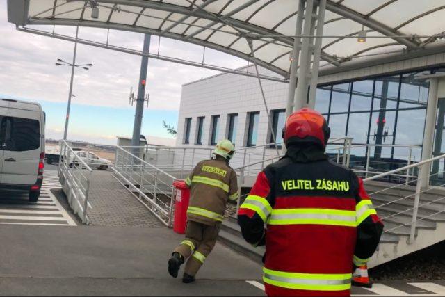 Hasiči na pražském letišti Václava Havla musí zvládnout vyjet za 45 vteřin | foto: Martin Pařízek,  Ondřej Vaňura, Český rozhlas