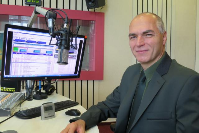 Petr Zvolánek ve studiu Českého rozhlasu Hradec Králové