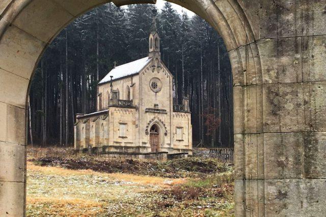 Novogotická kaple v Lanžově