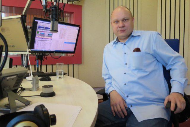 Daniel Vlček ve studiu Českého rozhlasu Hradec Králové