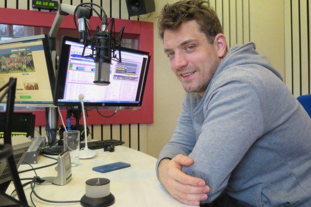 Hokejista Petr Koukal ve studiu Českého rozhlasu Hradec Králové