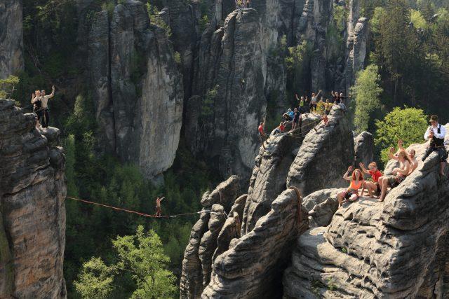 Z výročního lezení v  Prachovských skalách u příležitosti 110 let LKP