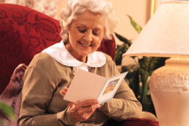 Peroxid podle nové studie odbarvuje ve stáří vlasy každého z nás  (ilustr. foto)   foto:  Comstock Images