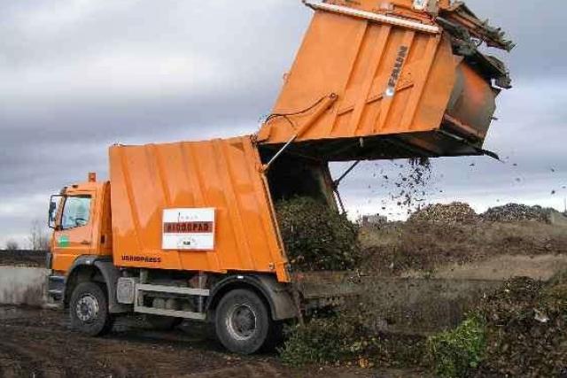 Zkušební provoz auta na svoz bioodpadu v Praze