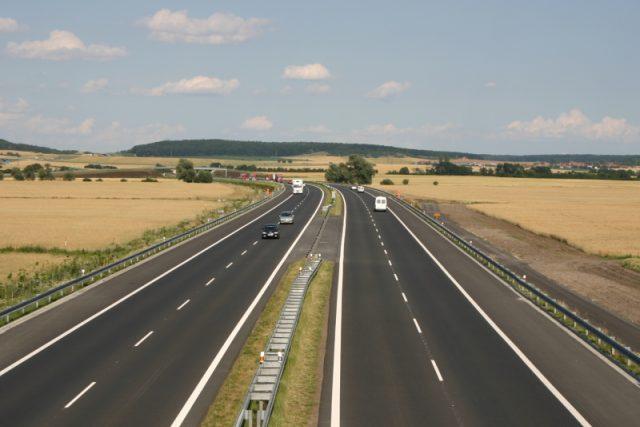 Dálnice D11 mezi Poděbrady a Hradcem Králové