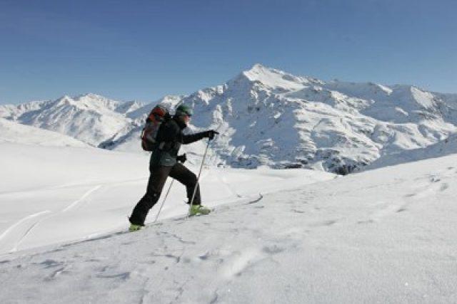 Skialpinista na svazích Dolomit