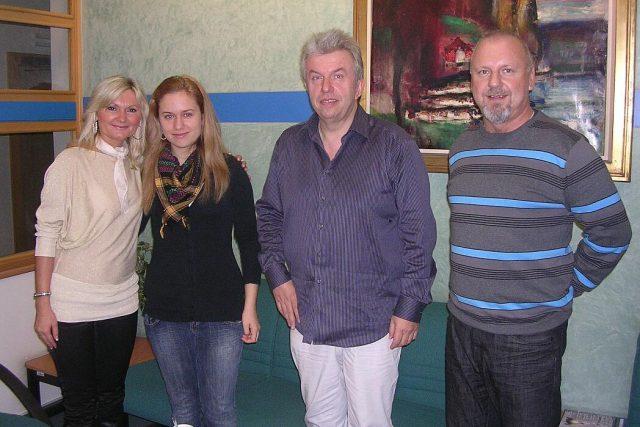 Jaroslav Svěcený s dcerou Julií ve studiu ČRo HK   foto: Milan Baják,  Český rozhlas