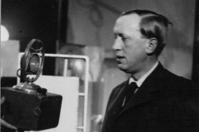 Karel Čapek u mikrofonu Československého rozhlasu