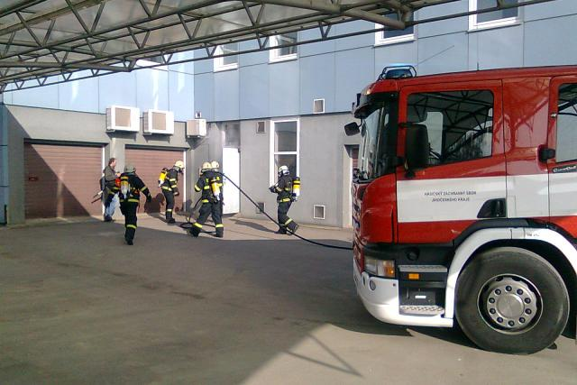 Hasiči a zdravotníci zasahovali u simulovaného požáru bývalé plynárny