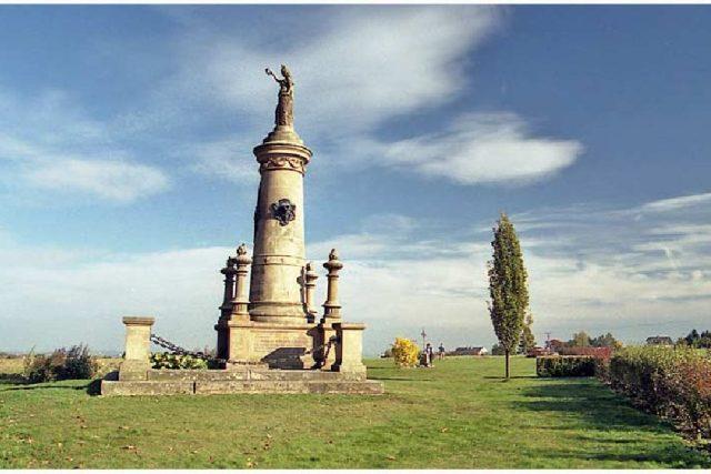 Pomník Baterie mrtvých na Chlumu, připomínající jedno z nejtěžších střetnutí bitvy u Hradce Králové