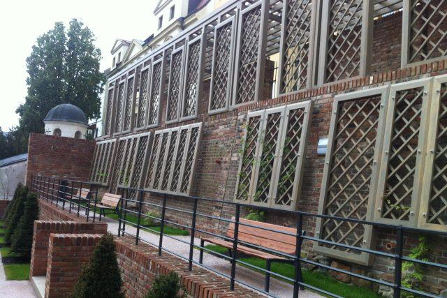 Zrekonstruované jižní terasy nad Komenského ulicí v Hradci Králové