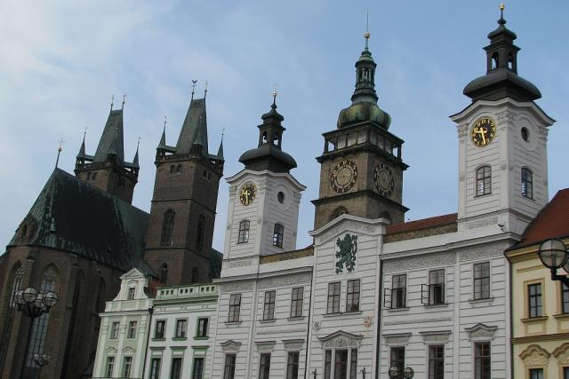 Stará radnice a katedrála v Hradci Králové