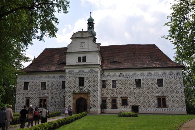 Zámek v Doudlebech nad Orlicí je obklopen anglickým parkem