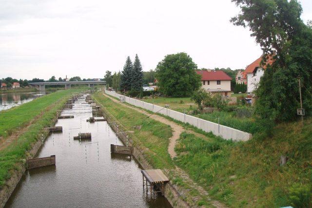 Protipovodňová hráz - Veltrusy