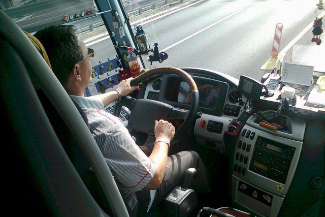 dálkový autobus, řidič