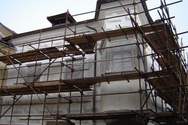 Dům U Dymáků v Ledči nad Sázavou, toho času pod lešením
